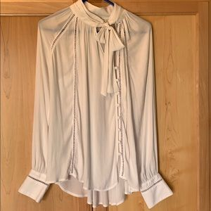 Free People White Blouse Long Sleeve - Small 🥰❤️